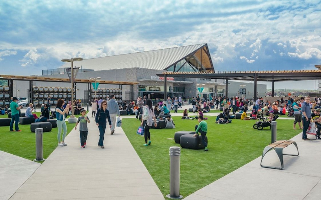 Niagara Outlet Collection Food Court